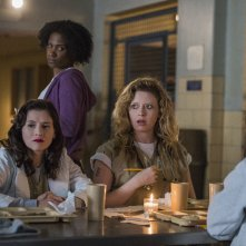 Orange Is The New Black: Natasha Lyonne, Yael Stone e Vicky Jeudy in una foto della quinta stagione