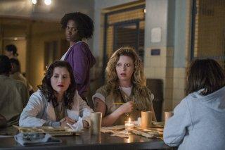 Orange Is The New Black: Natasha Lyonne, Yael Stone e Vicky Jeudy in una foto della quinta stagione