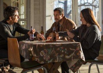 The Meyerowitz Stories: gli attori Ben Stiller e Adam Sandler in una foto del film