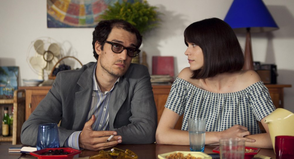 Formidabile: Louis Garrel e Stacy Martin in una scena