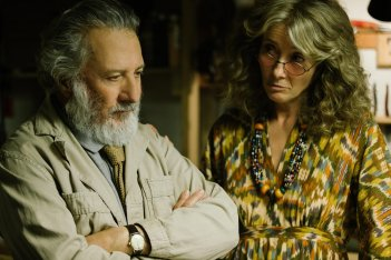 The Meyerowitz Stories: Dustin Hoffman ed Emma Thompson in una scena