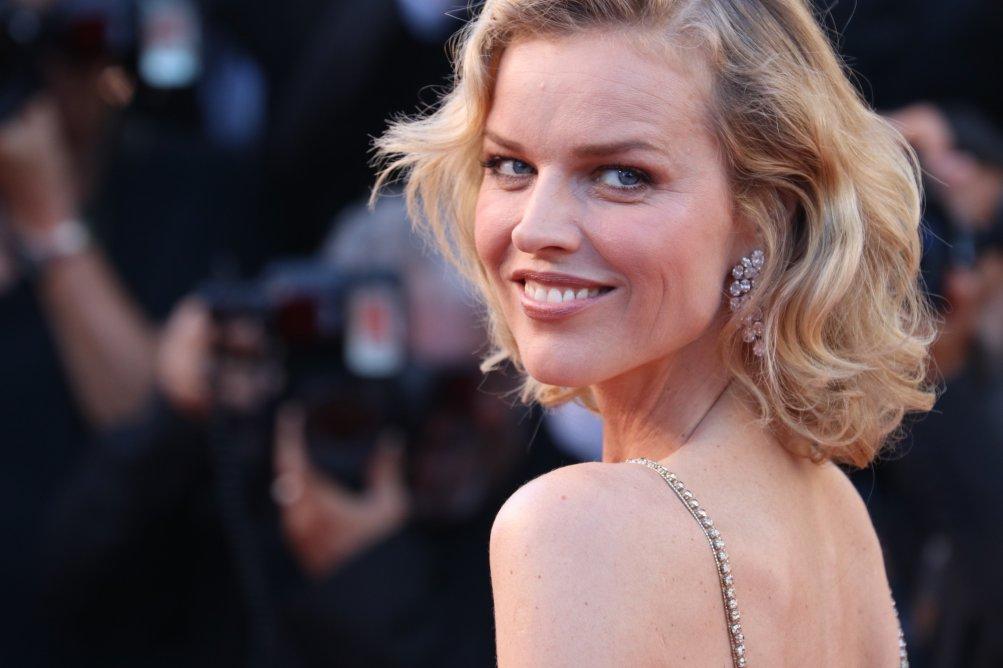 Cannes 2017: Eva Herzigova sul red carpet inaugurale