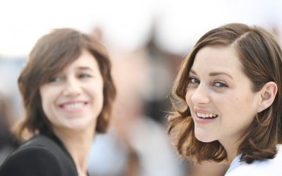 Ismael's Ghosts: Marion Cotillard e Charlotte Gainsbourg si contendono l'amore del regista a Cannes 2017