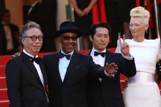 Cannes 2017: Giancarlo Esposito, Tilda Swinton e Steven Yeun sul red carpet di Okja