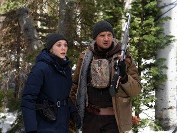 Wind River: una foto di Elizabeth Olsen e Jeremy Renner