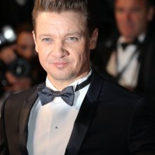 Cannes 2017: un primo piano di Jeremy Renner sul red carpet per Wind River