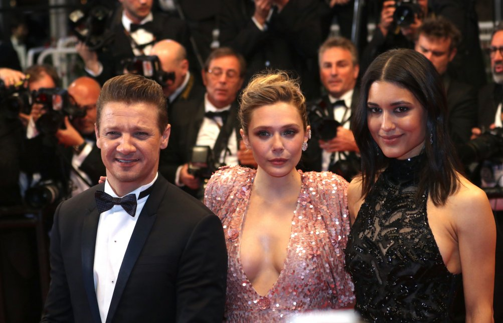 Cannes 2017: Elizabeth Olsen, Jeremy Renner, Julia Jones sul red carpet per Wind River