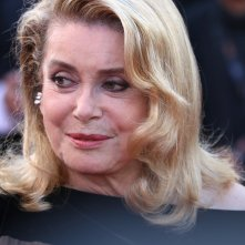 Cannes 2017: Catherine Deneuve sul red carpet di The Killing of a Sacred Deer