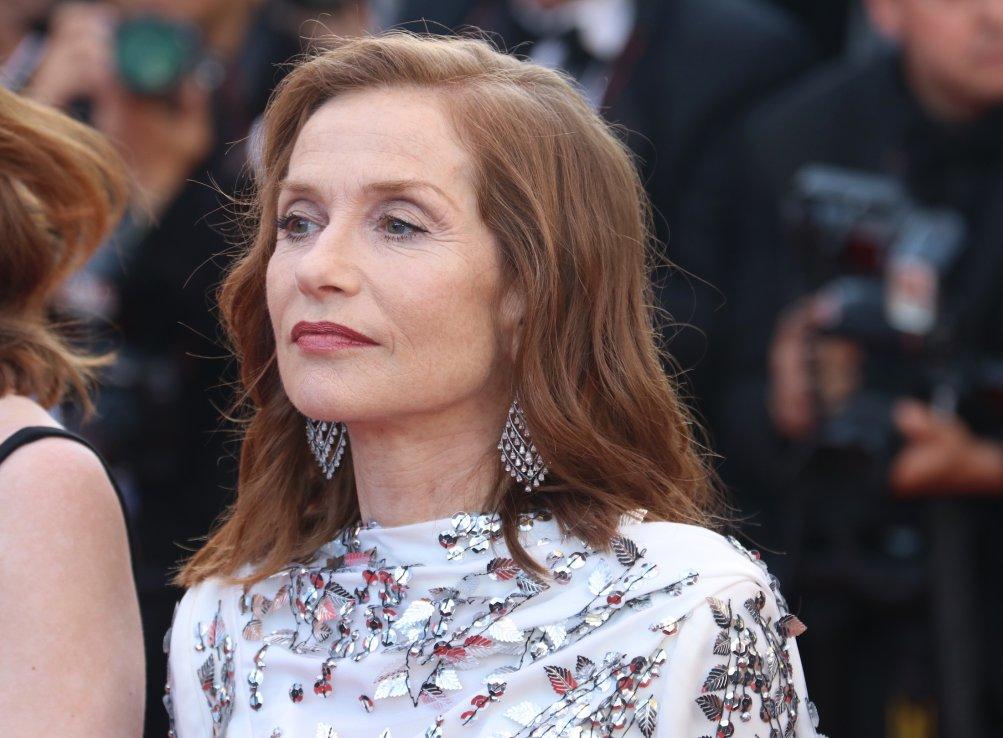 Cannes 2017: Isabelle Huppert sul red carpet per il settantesimo anno della manifestazione