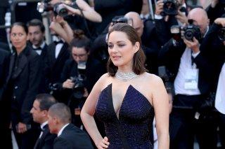 Cannes 2017: Marion Cotillard sul red carpet per il settantesimo anno della manifestazione
