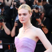 Cannes 2017: Elle Fanning sul red carpet de L'inganno