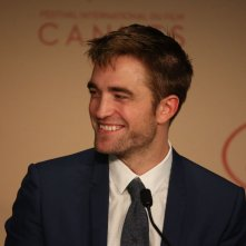 Good Time: Robert Pattinson sorridente a Cannes