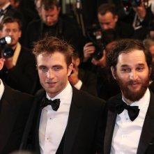 Cannes 2017: Robert Pattinson in uno scatto con i registi sul red carpet di Good Time