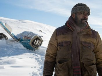 The Mountain Between Us: Idris Elba in una foto del film