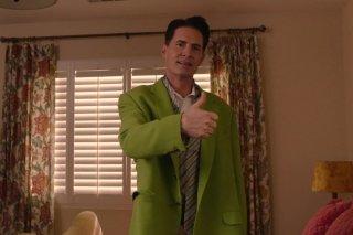 I segreti di Twin Peaks: Kyle MacLachlan alza il pollice in una scena