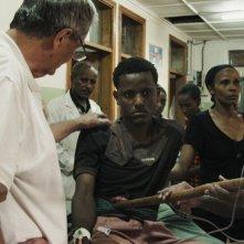 Chirurgo ribelle: Erik Erichsen in un momento del documentario