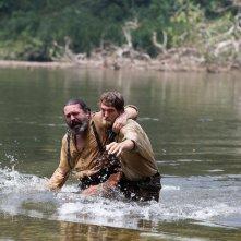 Civiltà perduta: Robert Pattinson e Angus MacFadyen in una scena del film