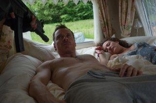 Codice criminale: Michael Fassbender e Lyndsey Marshal in un momento del film