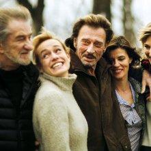 Parliamo delle mie donne: Johnny Hallyday, Sandrine Bonnaire, Pauline Lefèvre e Irène Jacob in un momento del film