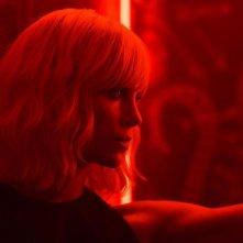Atomica bionda: un primo piano di Charlize Theron