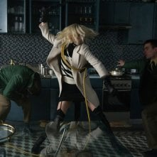 Atomic Blonde: Charlize Theron in azione in una foto del film