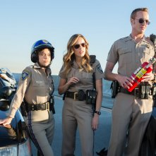 CHiPs: Rosa Salazar, Jessica McNamee e Jess Rowland in una scena del film