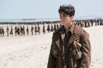 Dunkirk: Fionn Whitehead in una scena del film