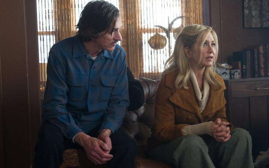 John Hawkes e Jennifer Aniston in una scena di Scambio a sorpresa - Life of Crime