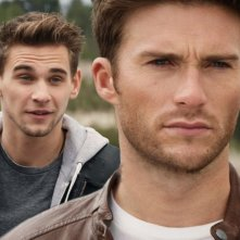 Overdrive: Scott Eastwood e Freddie Thorp in una scena del film