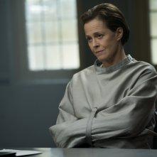 Revenger: Sigourney Weaver in una scena del film