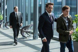Spider-Man: Homecoming, Robert Downey Jr., Tom Holland e Jon Favreau in una scena del film