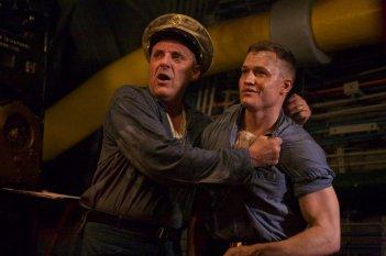 USS Indianapolis: Tom Sizemore in una scena del film