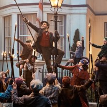 Mary Poppins Returns: Lin-Manuel Miranda in una foto del film