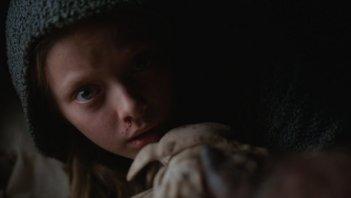 The War - Il pianeta delle scimmie: Amiah Miller in un momento del film