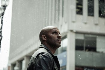 images/2017/06/09/american-gods-head-full-of-snow-photo007-1494608762869_1280w.jpg