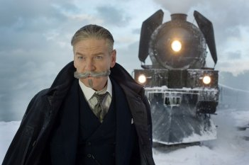 Assassinio sull'Orient Express: Kenneth Branagh in una scena del film