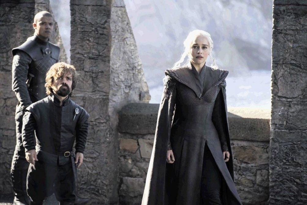 Il Trono di Spade: Peter Dinklage ed Emilia Clarke in una foto della settima stagione
