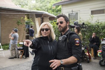 images/2017/06/13/mimi-leder-and-justin-theroux-filming-the-leftovers-season-3.jpeg