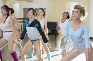 GLOW: una scena di allenamento delle ragazze