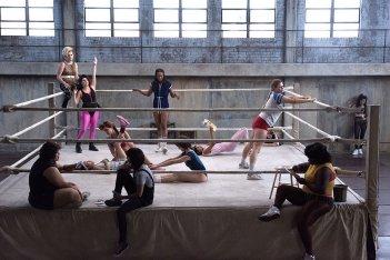 GLOW: una scena di gruppo della prima stagione