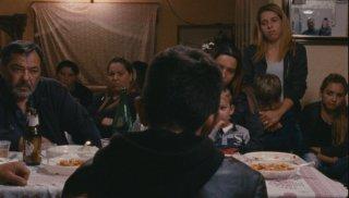 A Ciambra: Pio Amato di spalle in un'immagine di gruppo del film