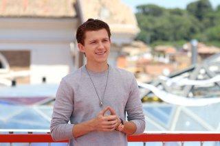 Spider-Man: Homecoming: Tom Holland sorridente al photocall