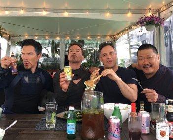 Avengers: Infinity War, una foto dal set con Benedict Cumberbatch, Robert Downey Jr., Mark Ruffalo e Benedict Wong