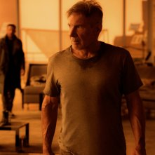Blade Runner 2049: Ryan Gosling e Harrison Ford in una foto del film
