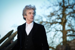Doctor Who: Peter Capaldi in una scena dell'episodio The Doctor Falls
