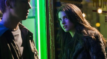 Death Note: Margaret Qualley in una foto del film