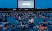 Lo squalo: negli USA i film si guardano in acqua... al buio!