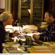 La ragazza nella nebbia: Toni Servillo e Jean Reno in una scena del film