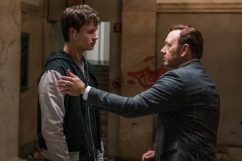 Baby Driver - Il genio della fuga: Ansel Elgort e Kevin Spacey in un momento del film
