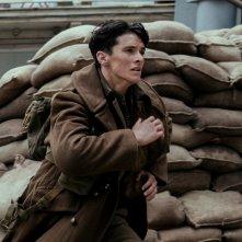 Dunkirk: Fionn Whitehead in un momento del film